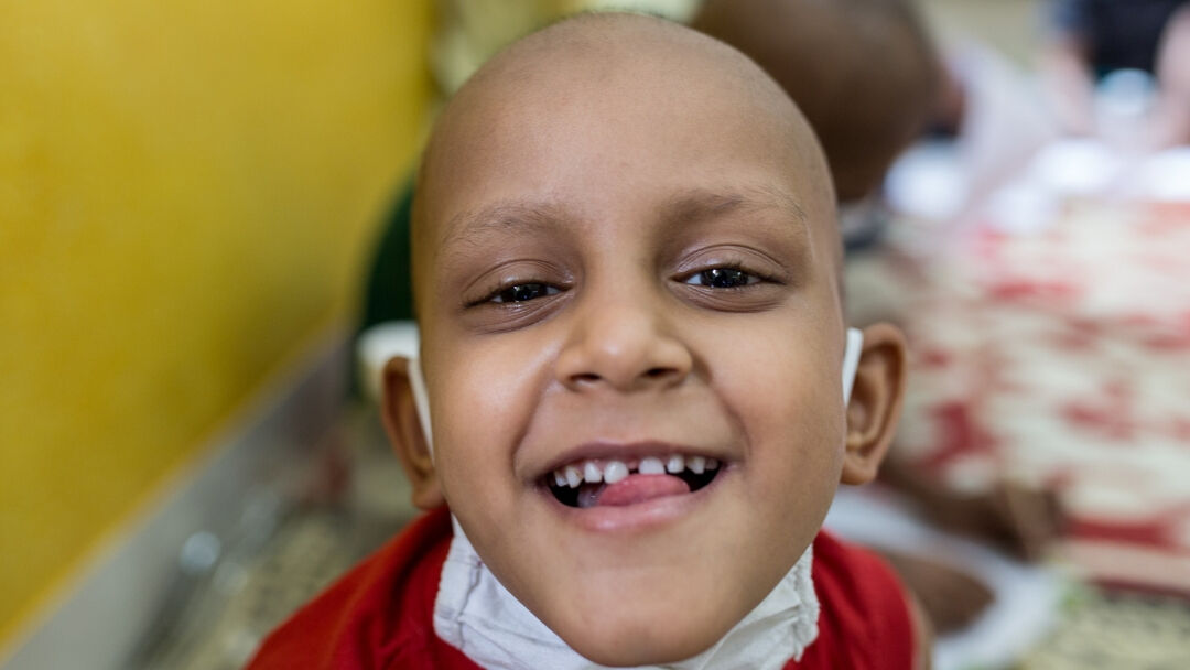 Support a child suffering from cancer with monthly rations