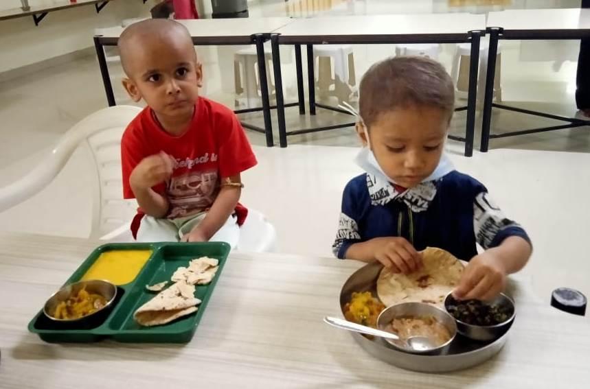 2019-11-11-jaipurchildrenenjoyingfood1-revathyjayakumar.jpeg