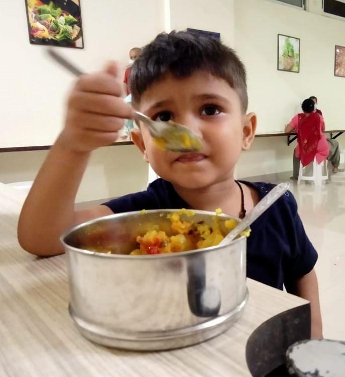 2019-11-11-jaipurchildrenenjoyingfood4-revathyjayakumar.jpeg