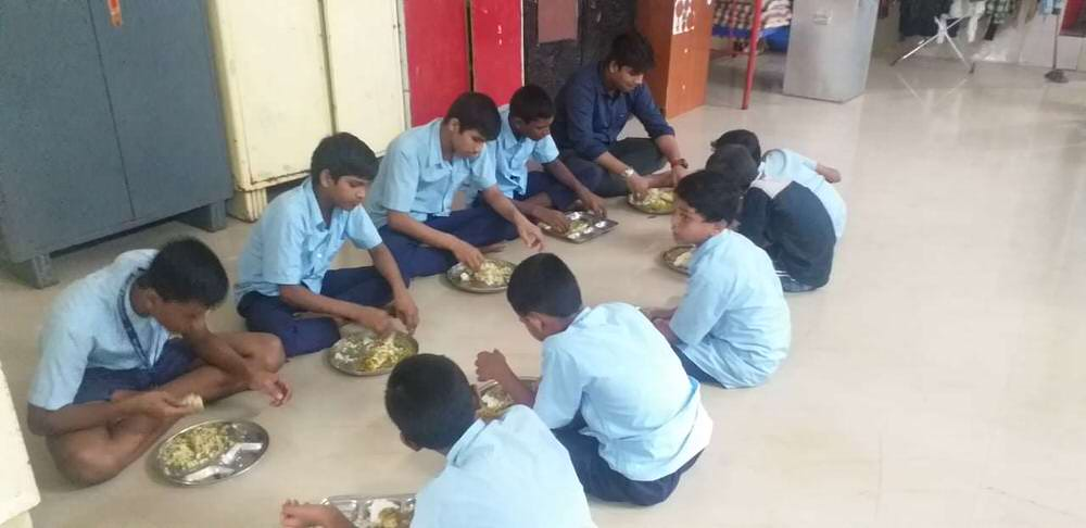 2019-11-11-mealtime-kashmeram.jpg