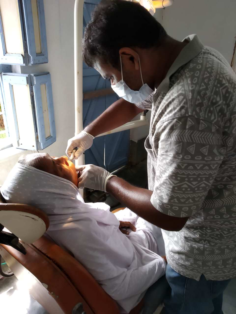 2019-11-11-patientatdentistrydepartment1-ruralhealthcarefoundationcarefoundation.jpeg