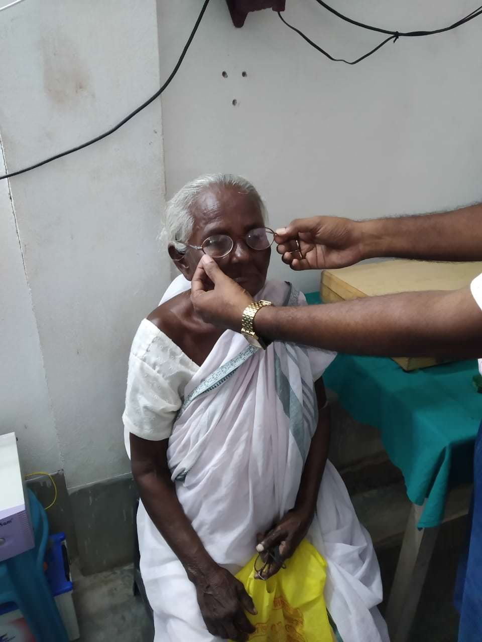 2019-11-11-spectaclefitting-ruralhealthcarefoundationcarefoundation.jpeg