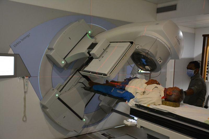 2020-08-05-CharutarArogyaMandal_Helpapoorcancerpatientwithradiationtherapy_1.JPG