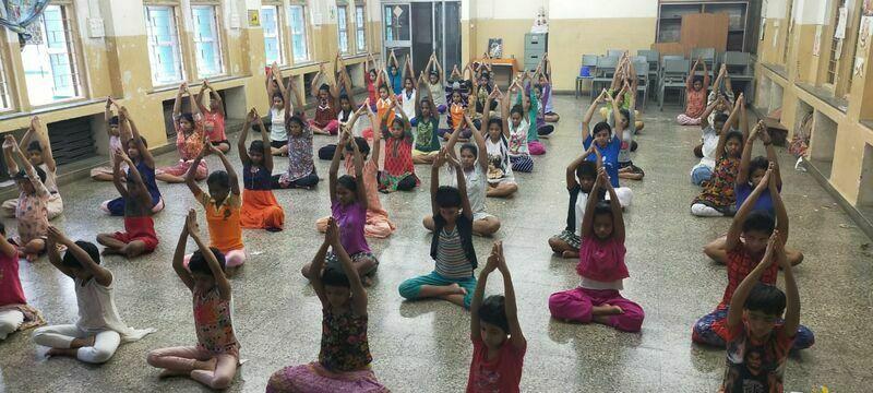 2021-03-23-childrenperformingyoga-shraddhanandmahilashram.jpeg