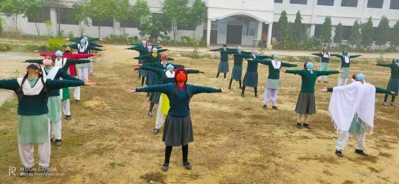 2021-03-23-milaanschool-tinakapoor.jpeg